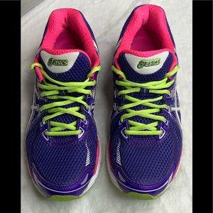 Woman's ASICS GT2000 DuoMax running shoes Sz 9